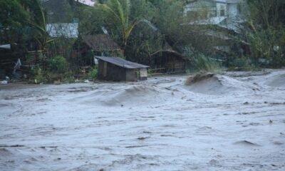 le-super-typhon-goni-s'abat-sur-les-philippines,-plus-de-300.000-personnes-evacuees